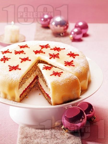 Коледна марципанова торта - снимка на рецептата